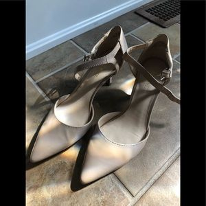 Nine West low patent nude leather heels